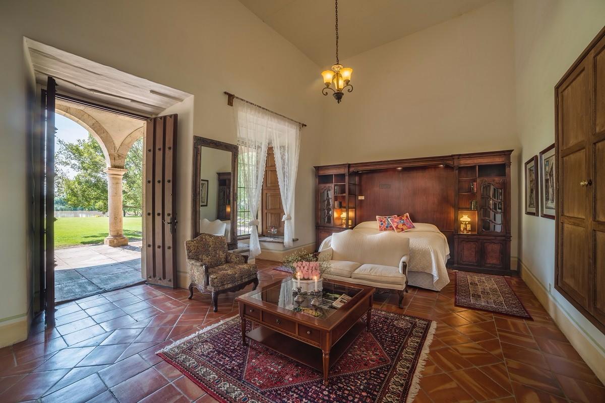 Colonial Suite-2