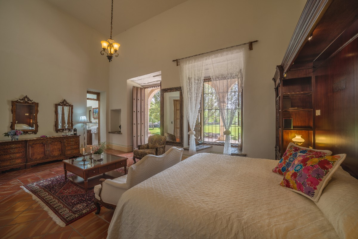 Colonial Suite-6