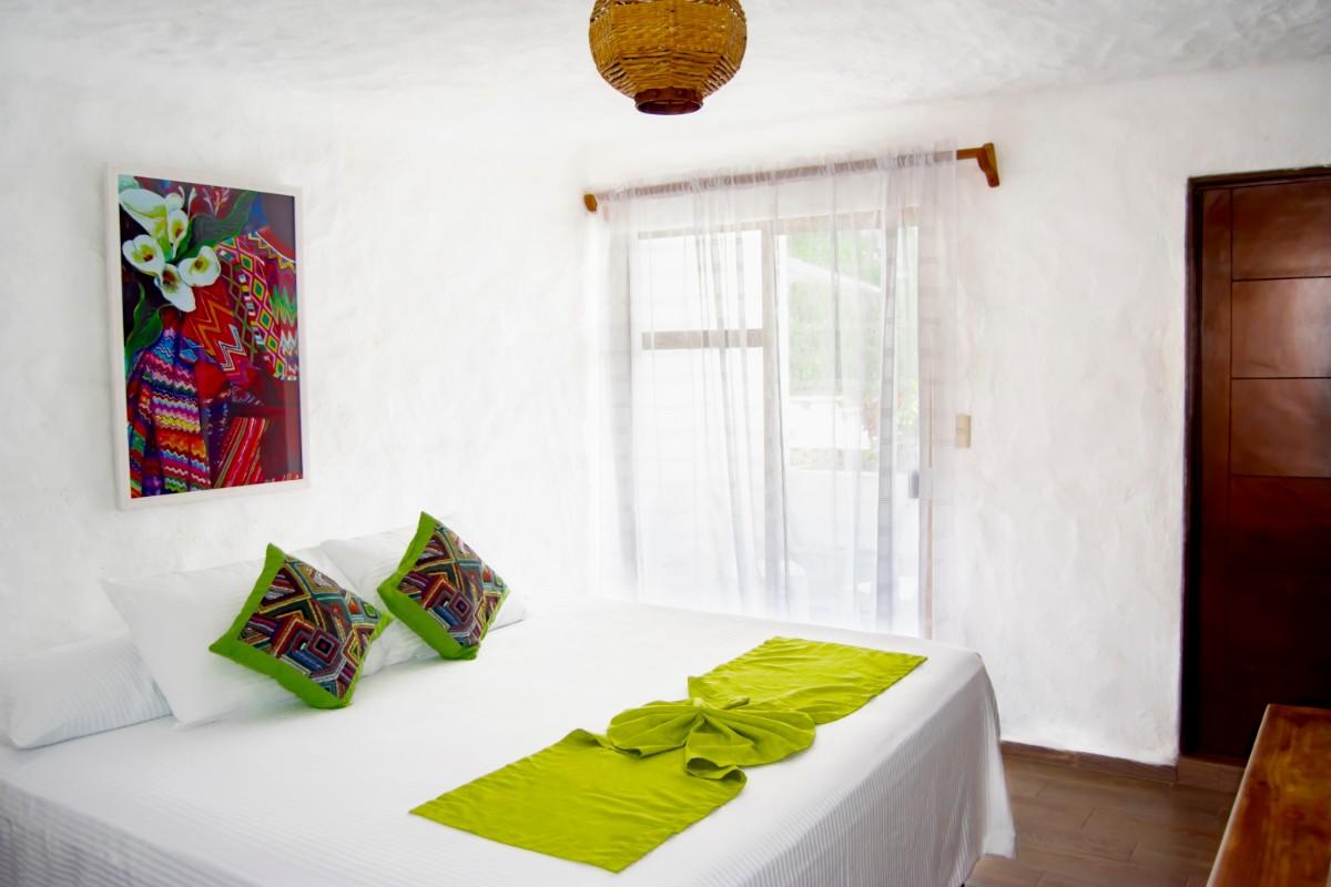 Habitación King + Sofá Cama & Cocineta